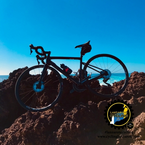 cycling lanzarote rocks